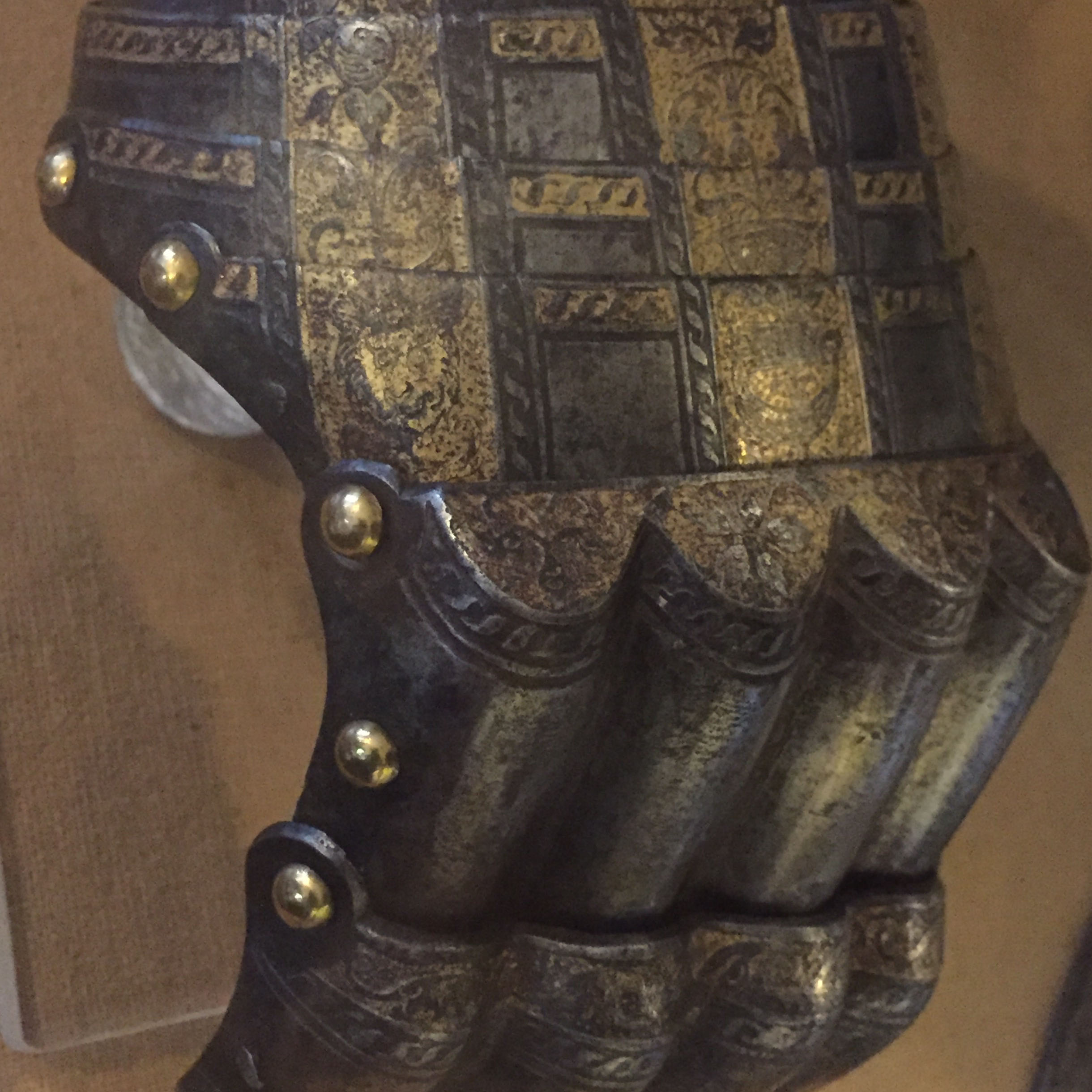 010116 – Gloves – Wallace Collection, London